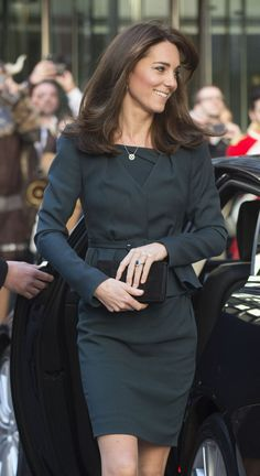 LOVE the new 'do, Kate. Despite her late night at the diplomatic reception at Buckingham Palace last night, the Duchess of Cambridge looked fresh as a daisy while joining brokers on the trading floor at the ICAP's Annual Charity Day today. With Prince William by her side, Kate had a go at closing deals