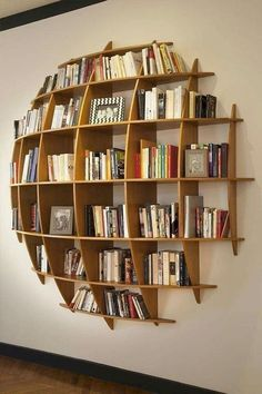 Coole und kreative Bücherregale Cool and Creative Bookshelves The bookshelf has overcome its basic shape and identity as a simple storage device and is now a unique product of design, . home decoration para casa Creative Bookshelves, Bookshelf Ideas, Book Shelves, Wall Shelves, Bookshelf Inspiration, Ladder Bookcase, Storage Shelves, Book Storage, Office Storage