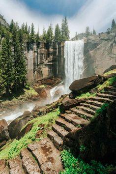Mist Trail Yosemite, Yosemite Valley, Yosemite Hiking, Yosemite Vacation, Yosemite Waterfalls, Arches Nationalpark, Places To Travel, Places To See, Travel Destinations