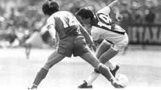 Johan Cruijff in actie tijdens Ajax - PSV in 1982.