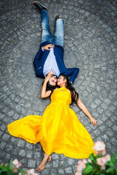 Excited about pre-wedding photoshoot? Contact for exclusive indoor or outdoor pre-wedding photography in Delhi NCR. Indian Wedding Couple Photography, Wedding Couple Poses Photography, Couple Photoshoot Poses, Couple Shoot, Pre Wedding Poses, Pre Wedding Photoshoot, Wedding Shoot, Post Wedding, Dandelion Drawing