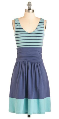 Love the colors and fit of this dress- perfect for summer!