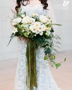 """""""I have been awaiting this photo of one of my fave brides with my fave bouquet. Swoooooon  @abritandablonde @coriandergirl"""""""