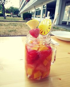 Zon, zee, strand & cocktails. Klinkt als het begin van een top zomer. #HEMA #cocktail #zomer #masonjar