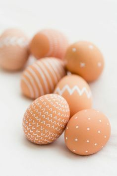 Making Easter eggs is a real pleasure - Easter craft ideas Easter eggs decorate natural color white - Making Easter Eggs, Easter Egg Crafts, Easter Decor, Easter Egg Designs, Coloring Easter Eggs, Easter Party, Egg Decorating, Kids Decor, Happy Easter