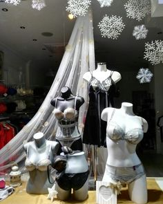 Escaparate de lencería INTIMALIA en Pamplona Windows display lingerie
