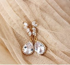 Gold Bridal Earrings, Gold Bridal Jewelry, Crystal #leafbridalearrings #golddropearrings #crystalleaf #bridaljewelry #weddingearrings #goldbridalearrings #goldweddingearring #leafearrings #goldweddingjewelry #goldbridaljewelry #fallwedding #bohoweddings #teardropearrings