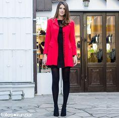 @manuelabordasch em uma cor que nunca sai de moda #vermelho #preto #casaco #vestido #streetstyle #style #moda #look #looks #modaderua #clássico