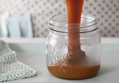 Homemade Dulce de Leche - Passion 4 baking :::GET INSPIRED::: Tortas, pasteles, galletas, brownies, cupcakes Banoffee Pie, Brownies, Baking Tips, Baking Recipes, Baking Hacks, Pudding Desserts, Dessert Recipes, Cupcakes, My Recipes