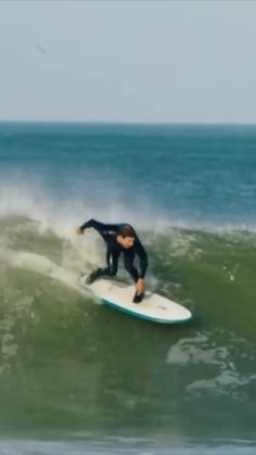 📼Andrew Mooney Hit The Road On Canada's East Coast In Search Of Perfect Hurricane Surf Surfboard Painting, Surfboard Shapes, Ocean Beach, Ocean Waves, Snowboard, Surfing Videos, Skate, Wild In The Streets, Surf Shack