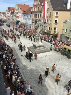 The Landshut wedding is a medieval spectacle that must be the pinnacle of all the medieval festivals. Everything here is done exactly as it happened in 1475 Bavaria, Festivals, Medieval, Dolores Park, Wedding, Travel, Mariage, Bayern, Mid Century