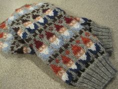 Ravelry: Gnome Mittens pattern by SpillyJane --modify colors and pattern charts for nuuskamuikkunen! Knitted Mittens Pattern, Knit Mittens, Knitting Socks, Loom Knitting, Hand Knitting, Knitting Patterns, Crochet Patterns, Hat Patterns, Stitch Patterns