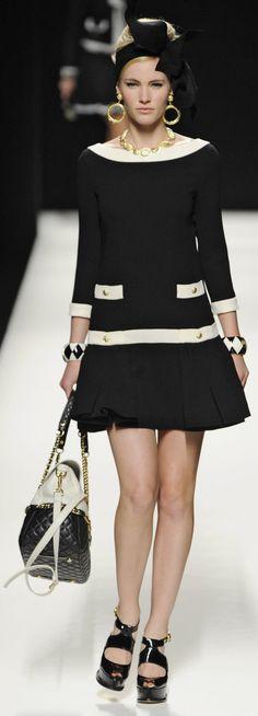 ✜ Moschino RTW Fall 2012 ✜ http://www.fashionologie.com/Moschino-Runway-Fall-2012-21904695  ღ♥♥ღ