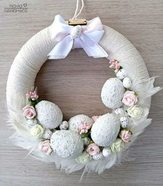 Easter Wreaths, Christmas Wreaths, Wreath Crafts, Faux Flowers, How To Make Wreaths, Easter Crafts, Spring Flowers, Easter Eggs, Holiday Decor