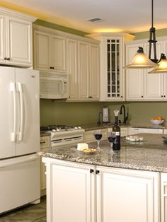 ivory Glazed Kitchen Cabinets | Fabuwood Wellington Ivory Glaze Kitchen Cabinets