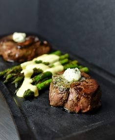 Filet mignon with asparagus new recipes, dinner recipes, family recipes, . Sauce Recipes, New Recipes, Family Recipes, Sauteed Asparagus Recipe, Meals With Asparagus, Recipe For Hollandaise Sauce, Cooking Risotto, Quirky Cooking, Chicken Steak