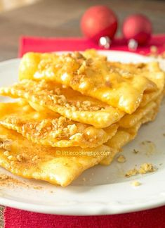 How to make delicious and crunchy Traditional Fried Greek Pastry with Honey and Nuts (Diples) step by step. Greek Sweets, Greek Desserts, Greek Recipes, Family Recipes, Greek Pastries, Honey And Cinnamon, Cooking Recipes, Cooking Tips, Macaroni And Cheese