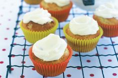 Banana and cinnamon cupcakes - Lana's Recipes. Sweet days are here to stay with these moist banana cupcakes with cream cheese frosting. Top Dessert Recipe, Best Dessert Recipes, Cupcake Recipes, Fun Desserts, Baking Recipes, Baking Ideas, Baby Recipes, Sweet Recipes, Yummy Recipes