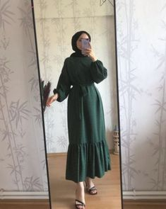 A scarf is an essential item while in the apparel of females using hijab. As it is a vital adornment in which Hijab Fashion Summer, Abaya Fashion, Muslim Fashion, Modest Fashion, Fashion Dresses, Casual Hijab Outfit, Hijab Chic, Casual Dresses, Dresses For Hijab