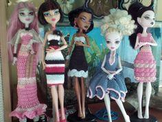 Monster high girls Crochet Monster High, Monster High Dolls, Crochet Dresses, Crochet Clothes, Chrochet, Barbie Dolls, Beautiful Outfits, Doll Clothes, Crochet Patterns