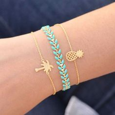 Not so much with the pineapples, but loooove the turquoise! Majolie - Bracelet Juno Turquoise Or – Majolie - Des bijoux prêts à offrir! Cute Jewelry, Gold Jewelry, Women Jewelry, Fashion Jewelry, Jewlery, Jewelry Box, Antique Jewelry, Anklet Jewelry, Ceramic Jewelry