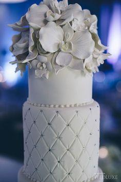 Perhaps the prettiest all-White cake I've ever seen. Cake: A Cake Story Amazing Wedding Cakes, Unique Wedding Cakes, Wedding Cakes With Flowers, Gorgeous Cakes, Pretty Cakes, Cupcakes, Cakepops, Fondant Cake Designs, Cake Story