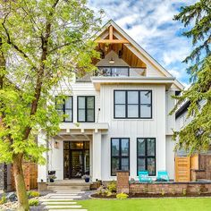 I hope you guys don't mind me sharing another angle from this #gorgeous #modernfarmhouse with you. Isn't it #perfect? Design by @tricklecreekyyc