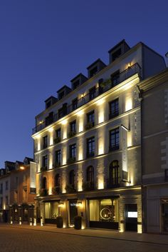 Hôtel et spa Balthazar Rennes | Hôtel d'affaires Rennes | Galerie Hotel Et Spa, Rennes France, French Trip, Style Français, Architecture Design, Mansions, Galerie Photo, House Styles, Design Shop
