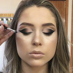 Tutorial Double Cut Crease com um toque de Glitter - March 16 2019 at Kajal Eyeliner, Top Eyeliner, Pencil Eyeliner, Navy Eyeshadow, Iridescent Eyeshadow, Cut Crease Tutorial, Eyeliner Tutorial, Eye Makeup Tips, Smokey Eye Makeup