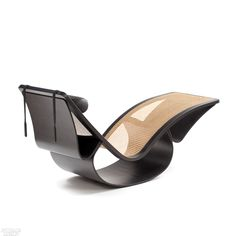 Rio chaise in lacquered plywood, cane, and leather by Espasso. Art Furniture, Design Furniture, Contemporary Furniture, Natural Furniture, Fire Pit Table And Chairs, Leather Recliner Chair, Ottoman Design, Modern Chairs, Modern Chair Design