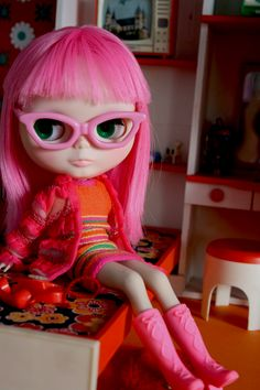 Love the pink glasses