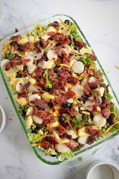 Layered Salad (Layered Overnight Salad) A simple make-ahead recipe, this low carb layered salad is perfect for a weeknight dinner or a part Potluck Dishes, Food Dishes, Salad Recipes, Keto Recipes, Seven Layer Salad, Salads For A Crowd, Best Pasta Salad, Easy Recipes For Beginners, Easy Meals For Kids