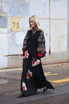 By Natasha Alexandrou These bloggers' looks will inspire you to transition your favourite boho dress to fall.Channel the trend with a dark-printed maxi dress and rich textures such as suede and velve