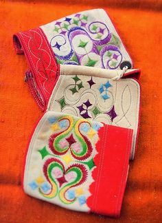 Hello all, Today I will continue my series on the costume and embroidery of Leksand. I should point out that several of the neighboring. Folk Costume, Costumes, Half Gloves, I Series, Hobbies And Crafts, Sweden, Embroidery Designs, Coin Purse, Wallet