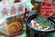 Christmas Potpourri, a great gift instead of cookies or candies! Free printable!