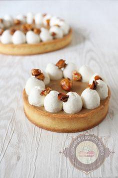 Si vous cherchez une recette simple mais néanmoins délicieuse pour changer des crêpes, la recette est toute trouvée! Voici une tarte au chocolat dulcey qui saura satisfaire vos papilles. Vous connaissez le dulcey de Valhrona? C'est un chocolat blond que l'on doit à Frédéric Bau, Monsieur Chocolat! Une invention absolument pas préméditée puisqu'il a oublié …