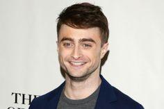 Ao contrário da maioria, Daniel Radcliffe não largou a escola para ser ator e sim porque já era um. A rotina intensa de gravação fez com que o único diploma do eterno bruxinho fosse o de Hogwarts (Foto: Getty Images)