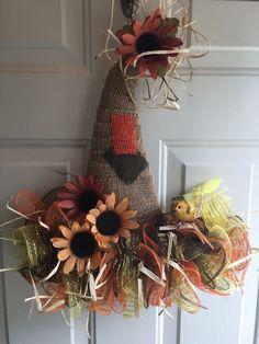 Fall Mesh Wreaths, Mesh Ribbon Wreaths, Halloween Wreaths, Holiday Wreaths, Deco Wreaths, Wreath Ideas, Diy Wreath, Wreath Making, Witch Hats
