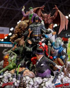 Batman and his Rogues Gallery statue by XM. Batman Figures, Batman Art, Anime Figures, Marvel Dc Comics, Action Figures, Diorama, Batman Arkham City, Gotham, Marvel Statues