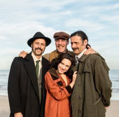 El Ministerio del Tiempo (Tiempo de Espías/Time of Spies): The team and William Martin taking a photo before starting their own Operation Mincemeat Mincemeat, How To Take Photos, Spy, Wwii, Take That, History, Couple Photos, Children, Couple Shots