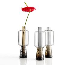 Designed by Elena Salmistraro for Nason Moretti, Ensemble is a vase made in Murano mouth blown glass.Ensembleis a vase by the refined and contemporary design. Made absolutely traditional way according to the most ancient techniques of Murano mouth blown glass, each lamp is unique and inimitable. Created to fascinate, Ensemble plays with overlapping and joints shapes by creating a special play of reflections and transparencies. Available in different finishes, choose the one that best s Ballon Lampe, Cofee Shop, Wine Bottle Design, Home Decor Vases, Glass Ceramic, Interior Accessories, Glass Design, Murano Glass, Flower Vases