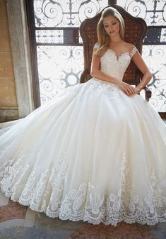 White bride dresses. All brides imagine having the most suitable wedding day, however for this they need the most perfect wedding gown, with the bridesmaid's dresses complimenting the brides dress. Here are a variety of ideas on wedding dresses.