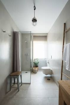 Baños de estilo  por Architect Your Home https://www.homify.com.mx/libros_de_ideas/2412394/10-banos-pequenos-repletos-de-ideas-para-copiarse-ya