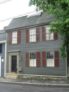 Great Color Combination On This Old House In Marblehead Ma Urban Cottage