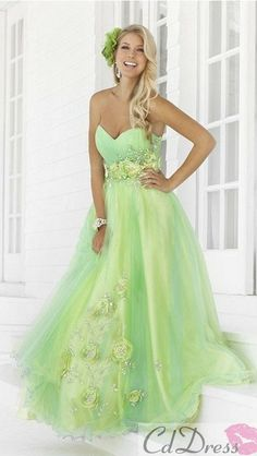 OH MY GOODNESS YES!!! I have been looking for the complete photo of this dress…