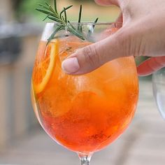 An easy recipe for the classic Italian cocktail, Aperol Sprtiz! Made with prosecco, Aperol, and citrus this is the ultimate Italian cocktail and so refreshing for summer.