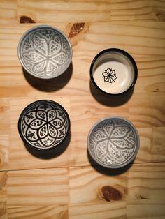 Chabi Chic est la première marque Marocaine branchée dans la décoration de table en rendant hommage à la célèbre cuisine Marocaine. Authentique, traditionnelle tout enétant moderne, découvrez une collection de vaisselle de  fabrication artisanale de haute qualité.