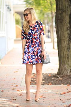 Express full floral high waist skirt and matching crop top, Prada sunglasses, Elaine Turner gray Bailey crossbody bag, chain strap, Kate Spade rose gold pumps, fall floral outfit