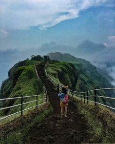20 Stunning Places to visit in Mahabaleshwar are here. Mahabaleshwar is one of the most beautiful places on Earth & also one of the Cheapest Places in India Beautiful Places To Travel, Best Places To Travel, Cool Places To Visit, Tourist Places, Vacation Places, India Travel Guide, Hiking Spots, Travel Tours, Travel Ideas