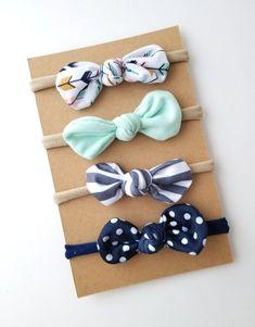 30 Ideas for knitting baby diy knot headband Sewing Headbands, Diy Baby Headbands, Knot Headband, Baby Bows, Headband Baby, Crochet Headbands, Diy Kleidung, Fabric Bows, Fabric Flowers